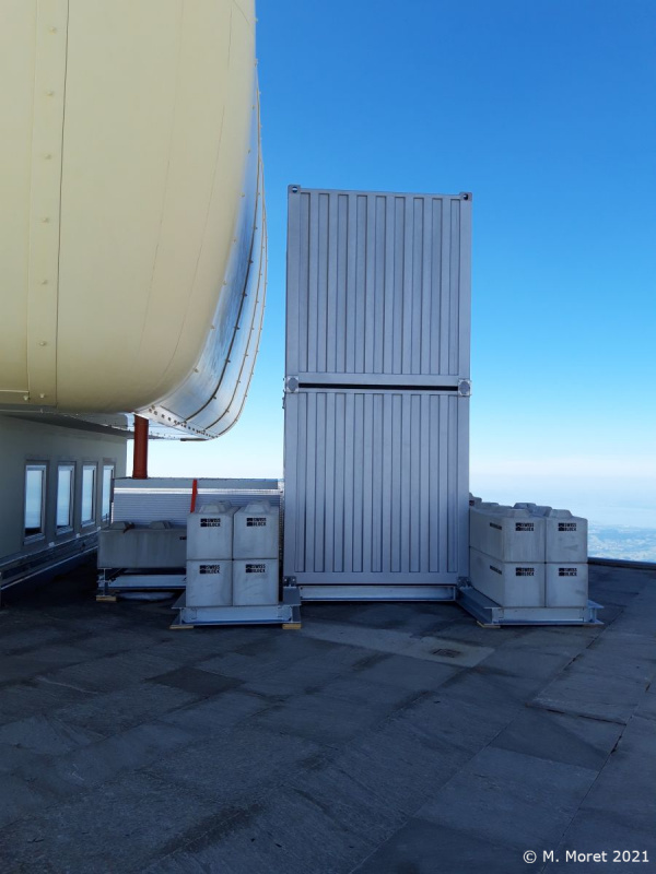 Containers instalation on top of Saentis