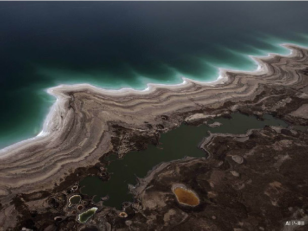 Dead Sea shore : sinkholes and paleo-shorelines induced by the fast lake level decrease